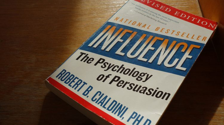 Robert_B_Cialdini_-_Influence_-_The_Psychology_of_Persuasion-1024x683-750x420