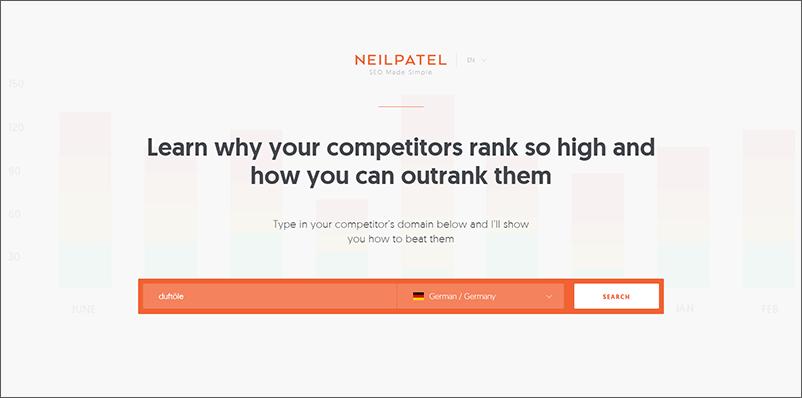 Die Webseite Neil Patel ist abgebildet, wo in einer Suchleiste nach Domains der Konkurrenz gesucht werden kann.