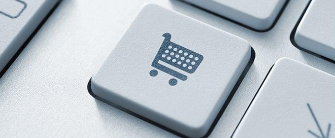 Auf einer Computer-Tastatur ist eine Taste mit einem Einkaufswagen-Symbol zu sehen.
