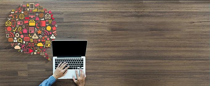 blogTitle-Laptop-Sprechblase-Elemente-Ecommerce