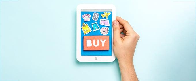Auf einem Tablet sind mehrere zum Kauf anregende Symbole zu sehen.